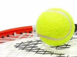 Тенис ракета с топка